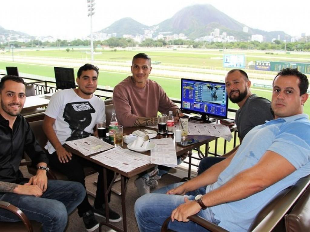 Presença de Guerrero na Gávea repercute na mídia nacional