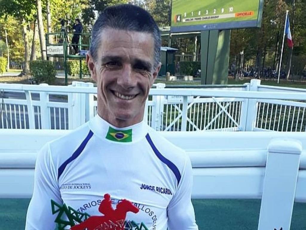 Jorge Ricardo é homenageado na França pelo recorde mundial de vitórias