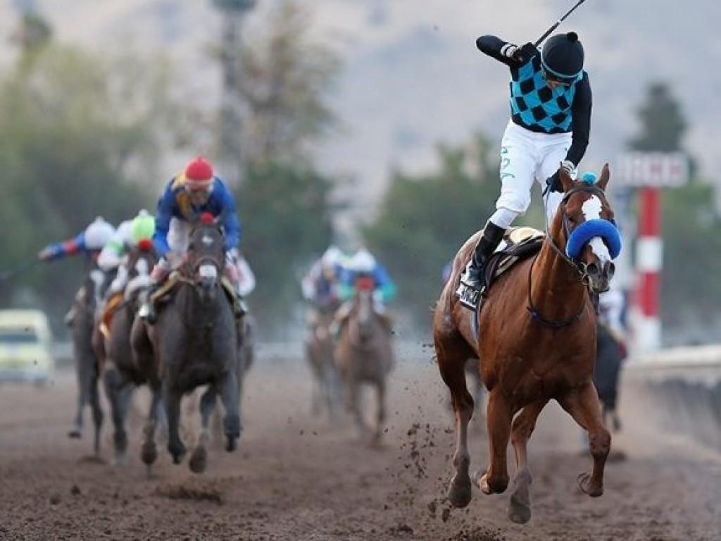 Cariblanco mantém sequência de tríplices coroados no Hipódromo Chile.