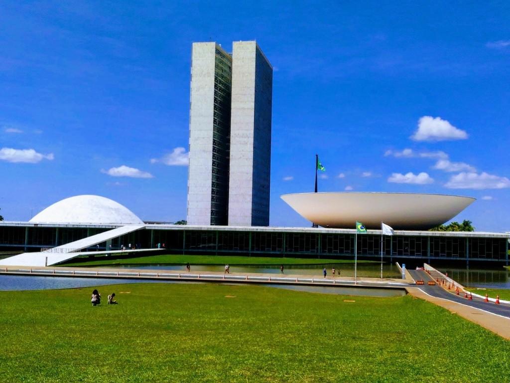 Deputados voltam a propor liberação dos jogos a Bolsonaro