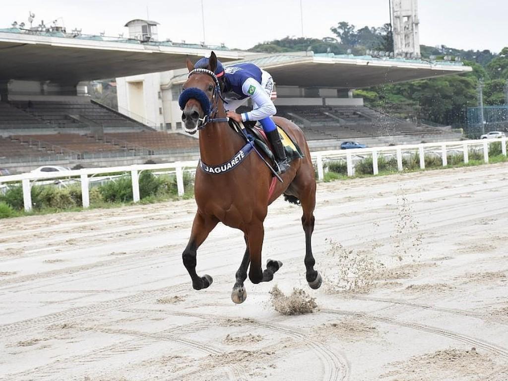 """Full do Jaguarete """"trabalha forte"""" no Clássico Ricardo Lara Vidigal (L)"""